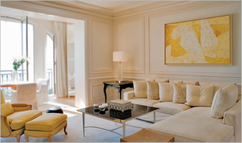 Fredligt gult vardagsrum