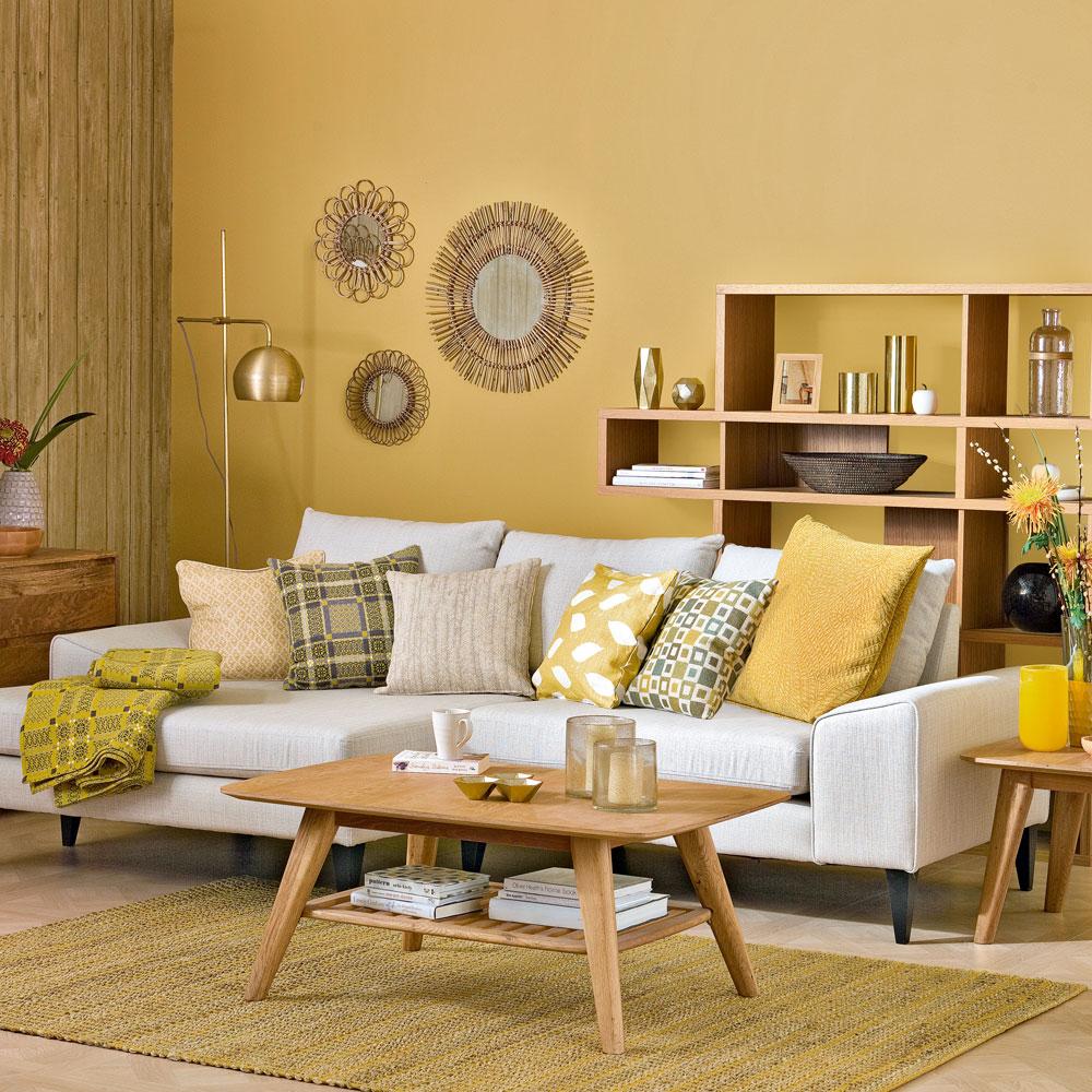 Fascinerande gult vardagsrum