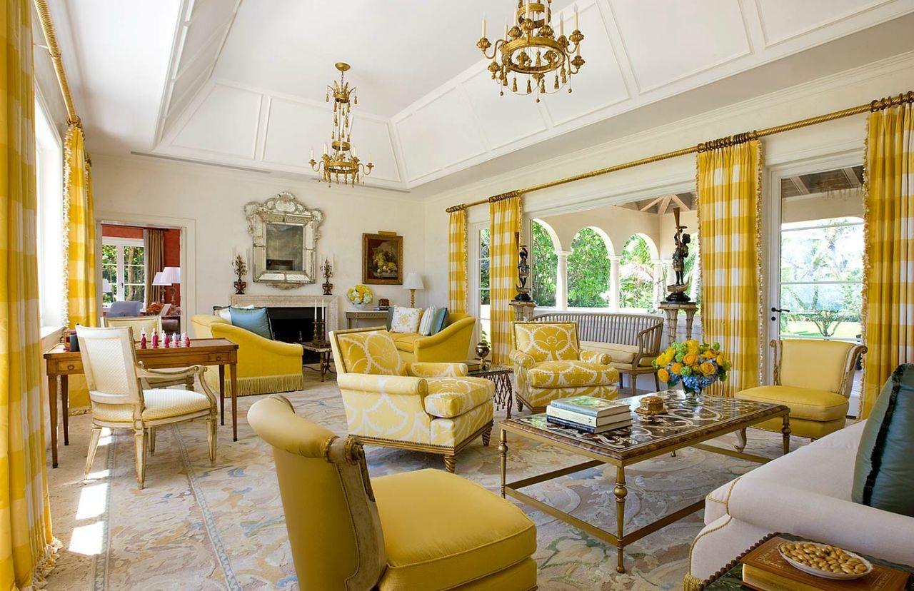 Fantasifullt gul vardagsrum