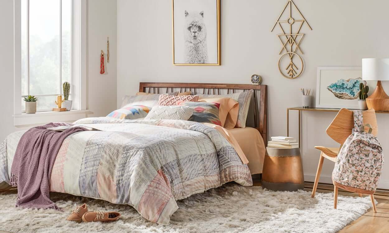 Varmt modernt sovrum
