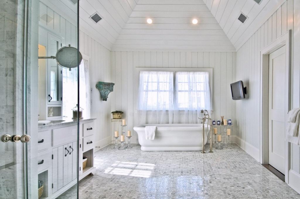 Omfattande shiplap-badrum