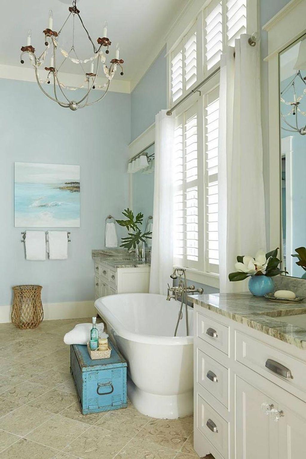 Nautiskt elegant badrum