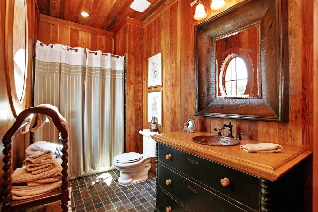 Elegant västerländskt badrum