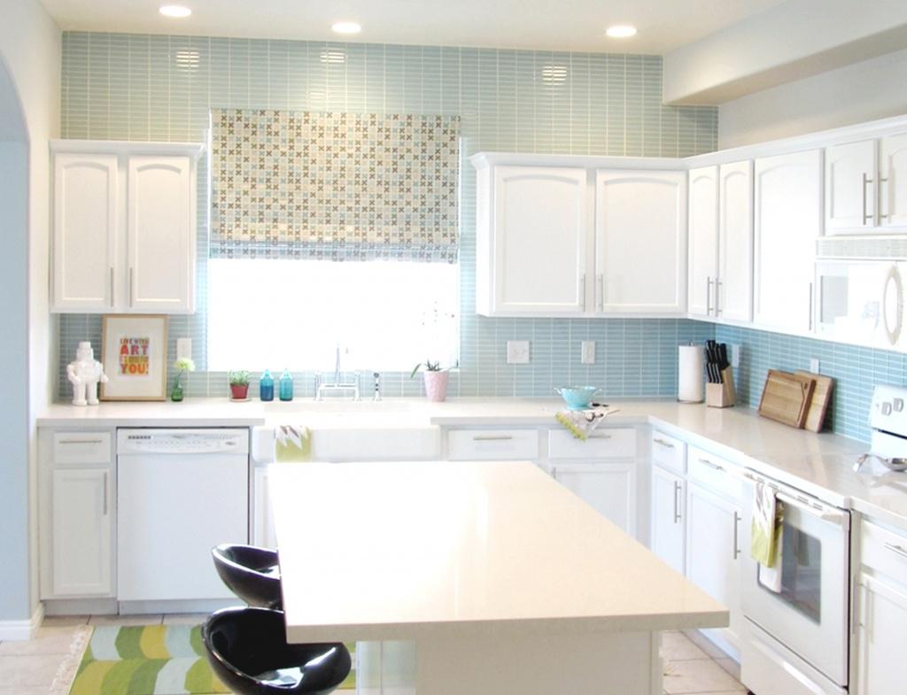 Lugnande blå kök Backsplash