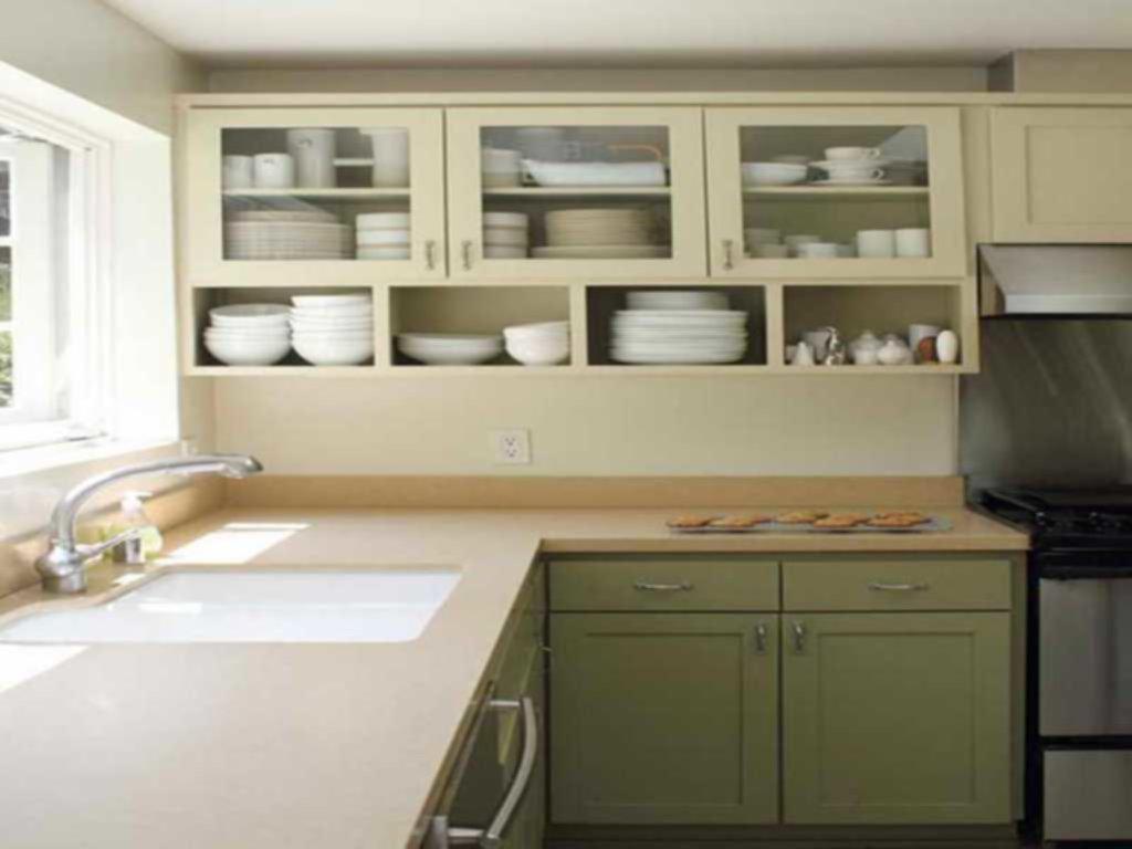 Tyst tvåfärgat köksskåp