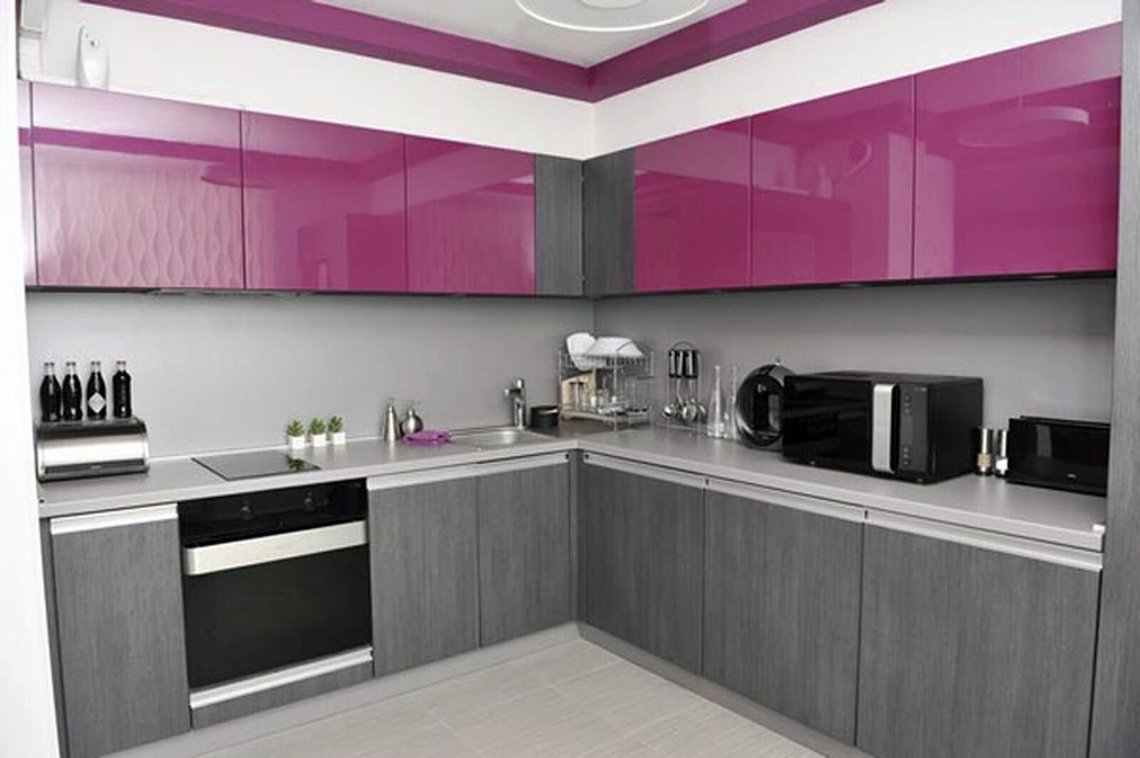 Kreativt tvåfärgat köksskåp