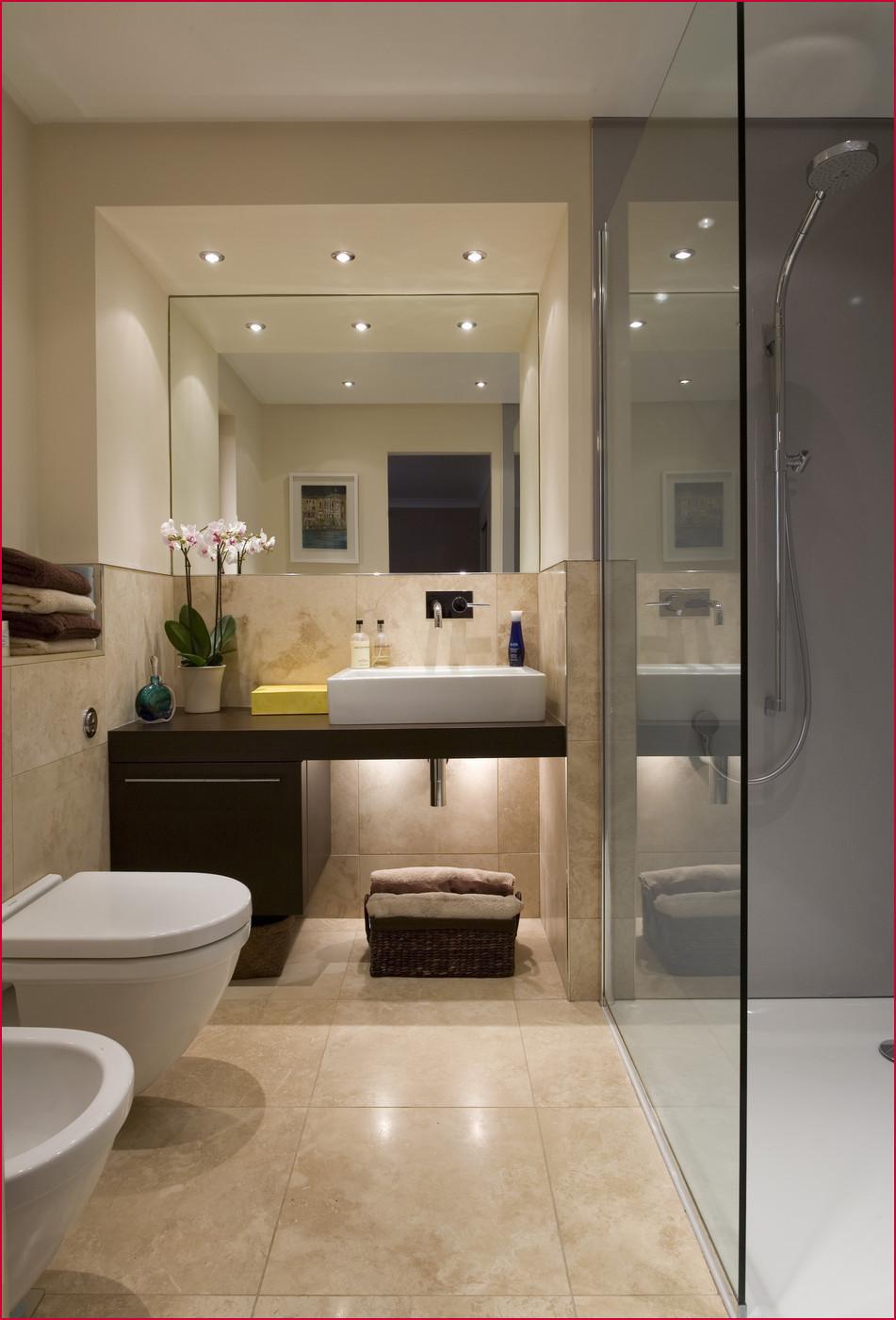 Elegant beige badrum