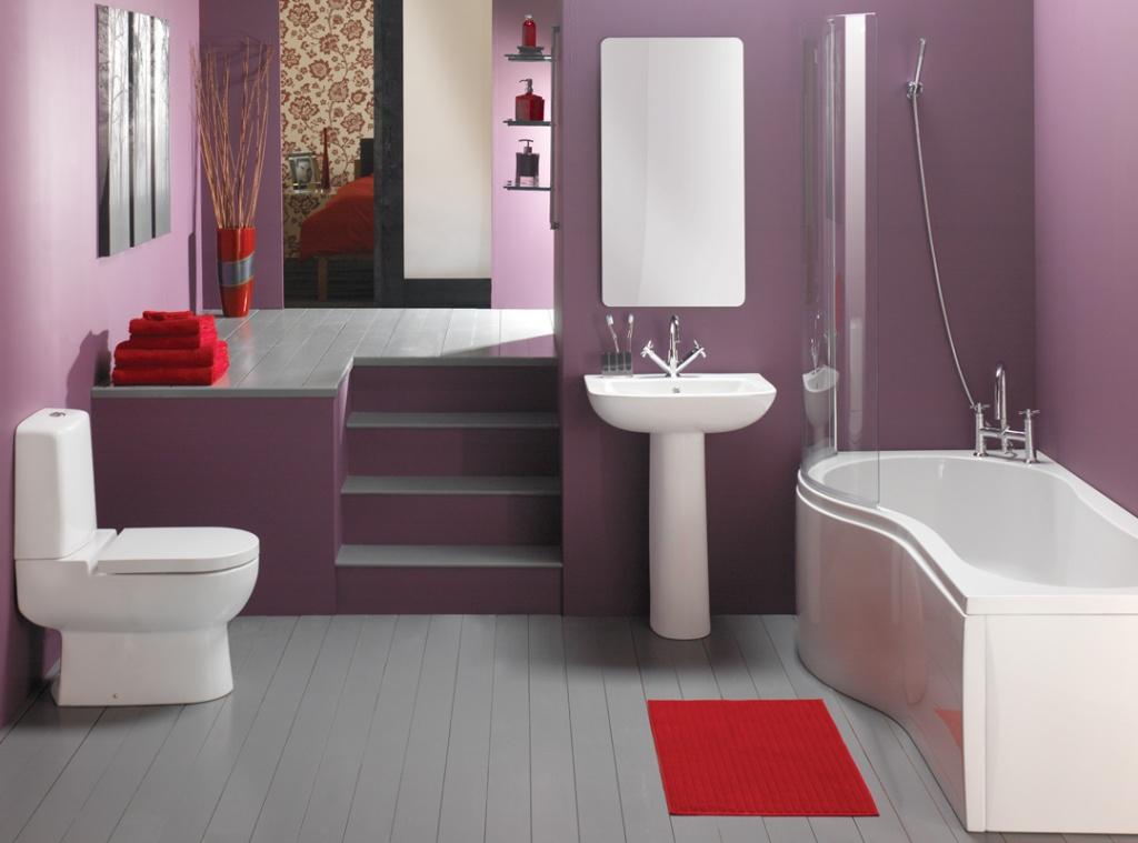 Trevligt lila badrum