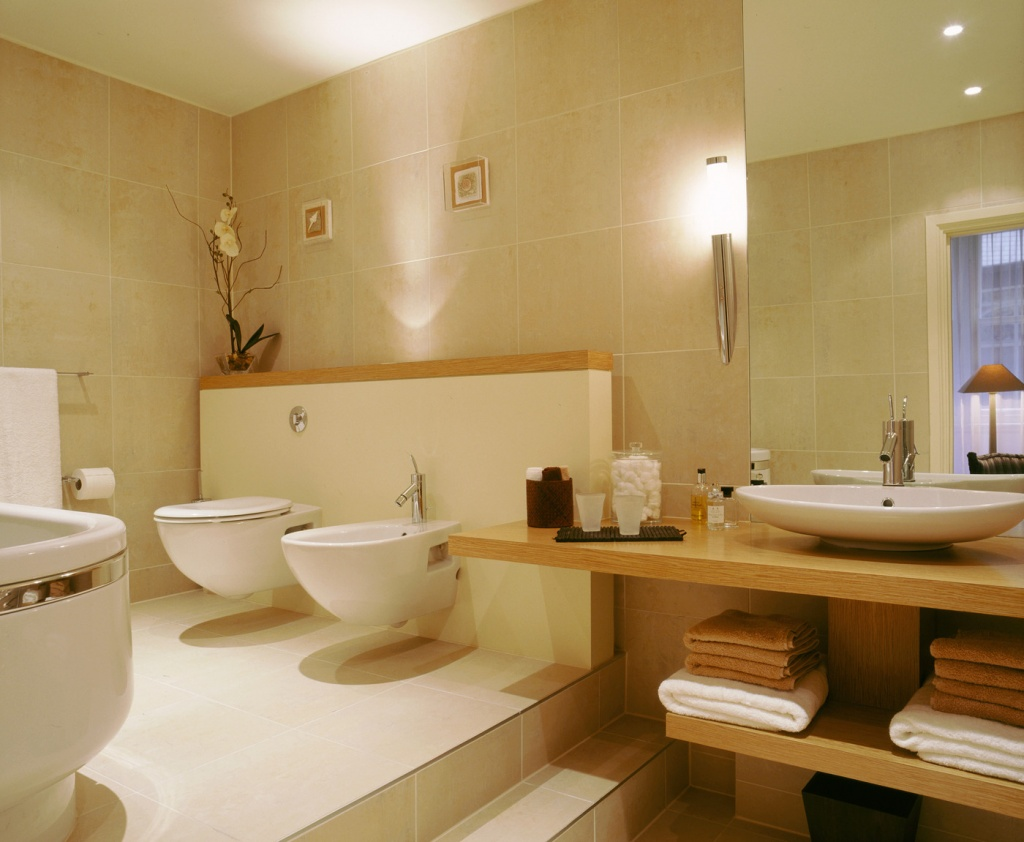 Förföriskt beige badrum