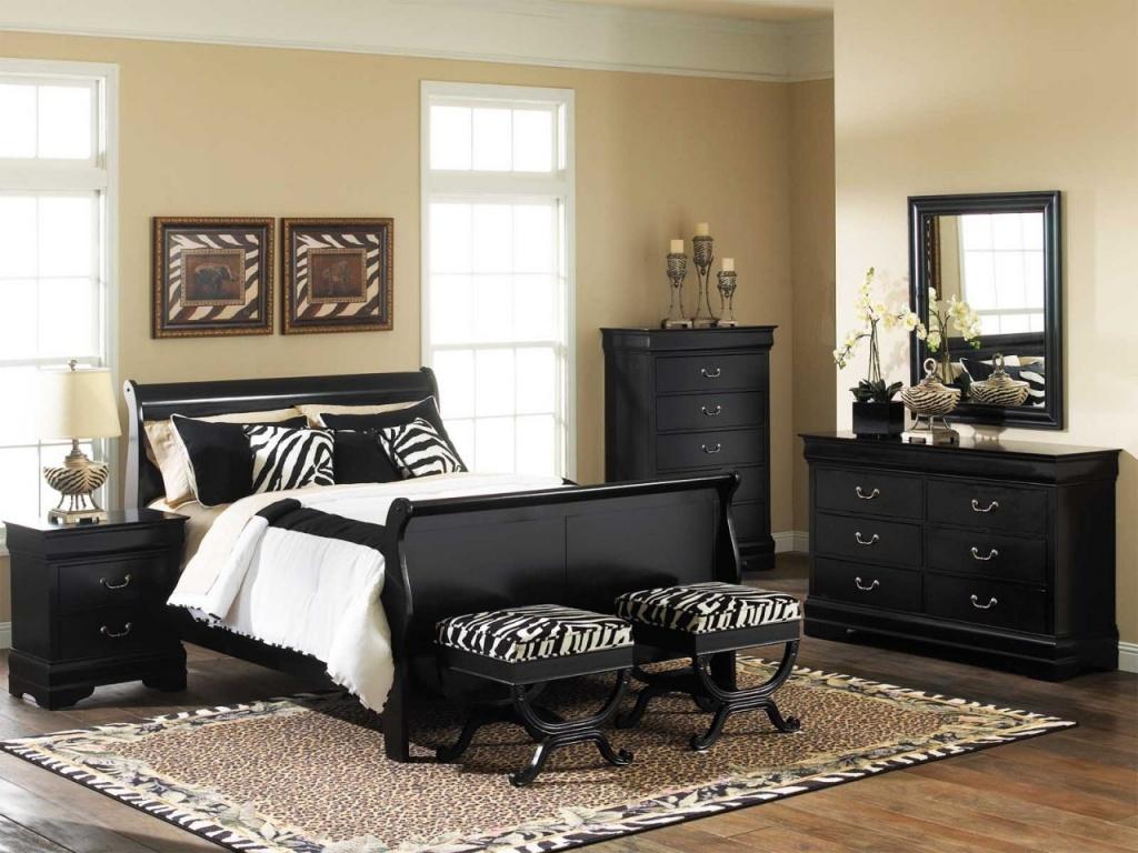 Modernt klassiskt svart sovrum
