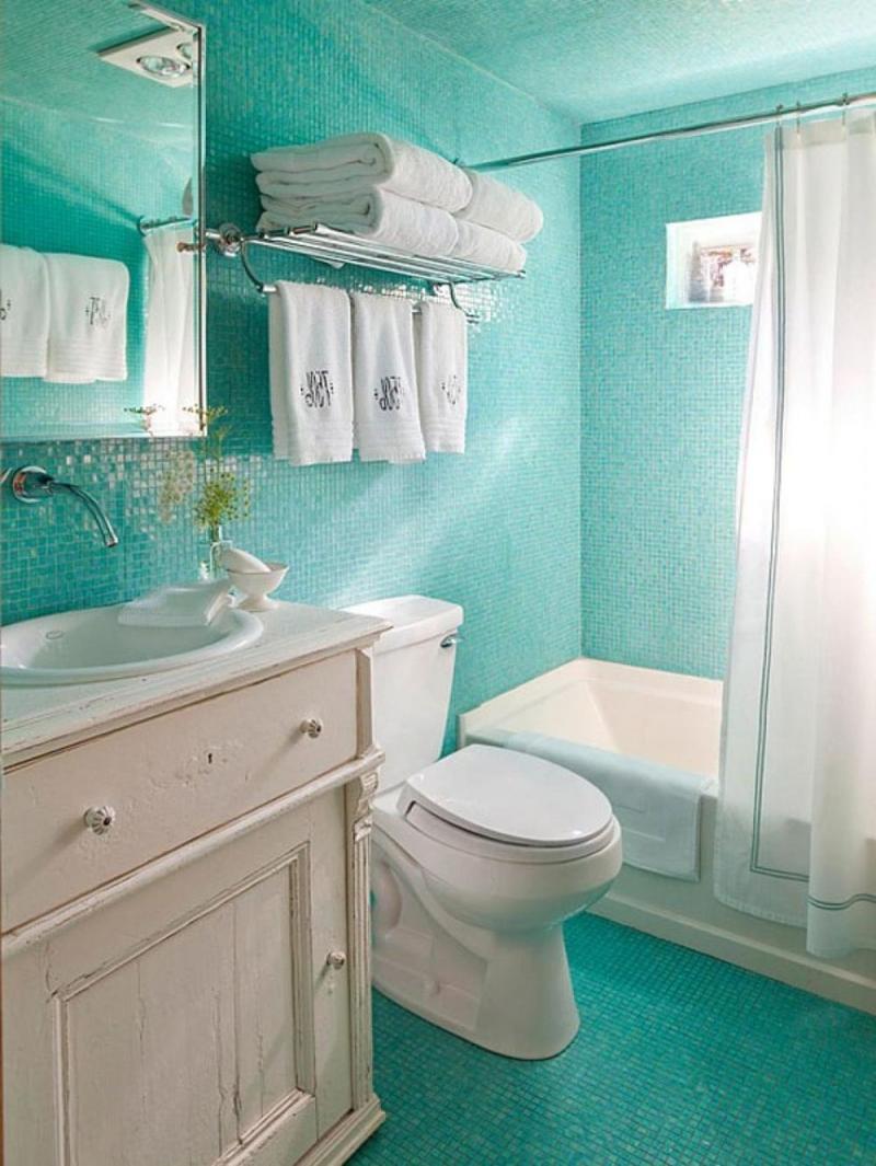 Beundransvärt blått och vitt badrum