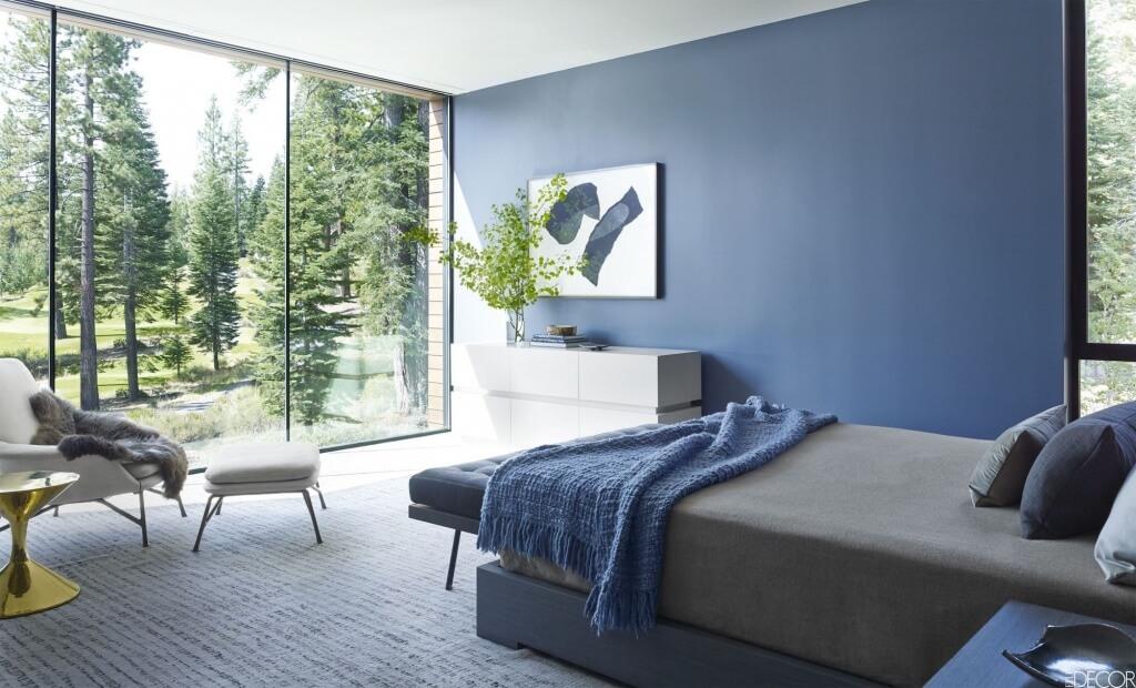 Avslappnat minimalistiskt sovrum