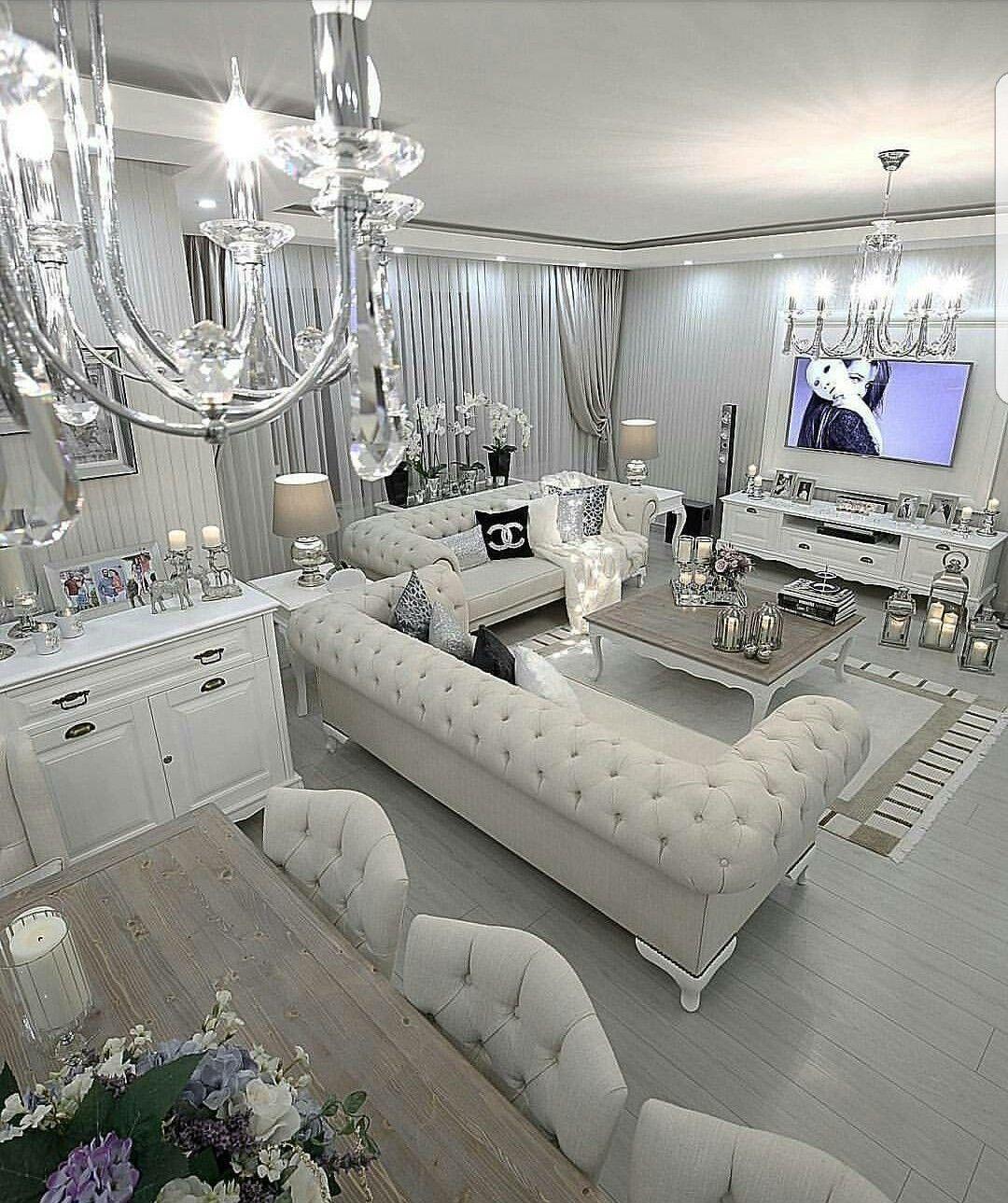 Långformad kakel i det glamorösa vardagsrummet