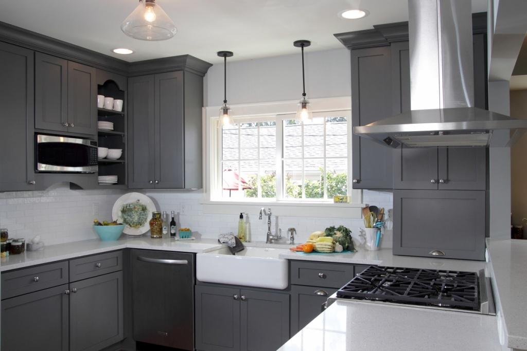 Vertikalt öppet köksskåp