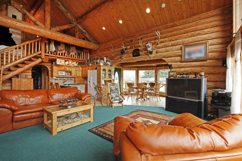Djungelinspirerat stort vardagsrum