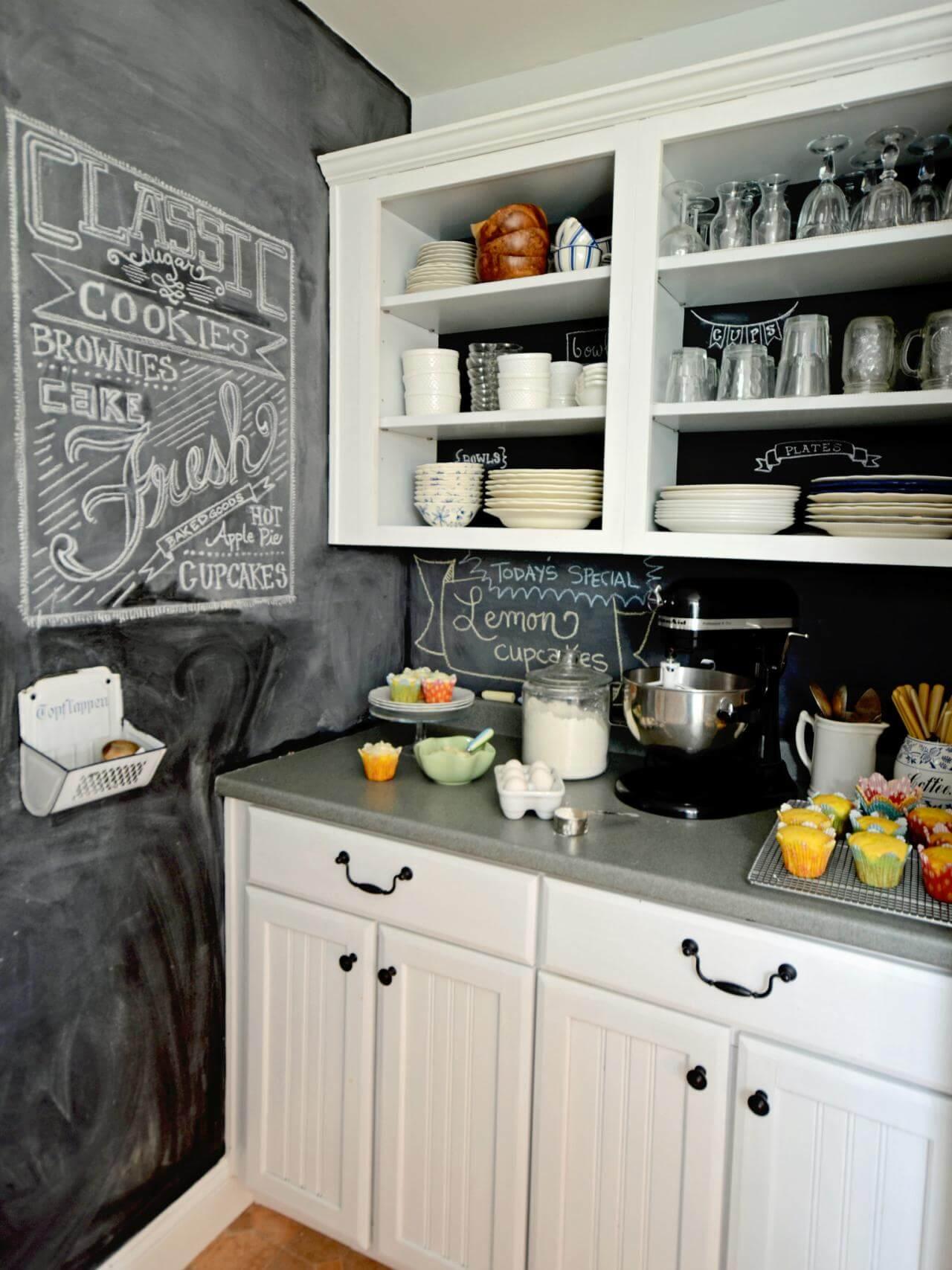 Enkelt öppet köksskåp