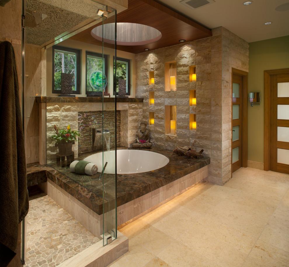 Fredligt jordfärgat badrum
