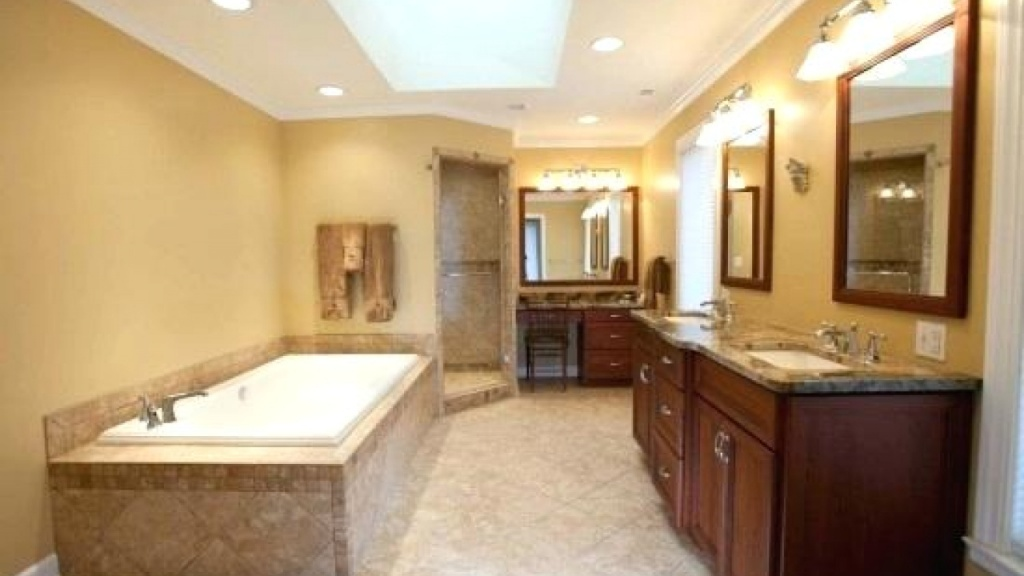 Påkostat ljusbrunt badrum