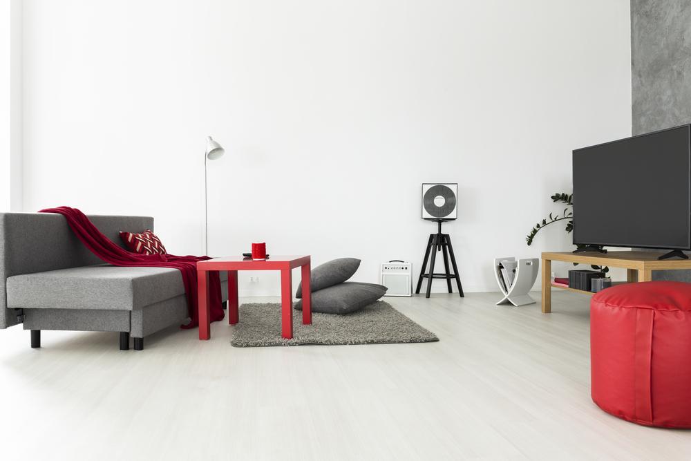 Billigt vardagsrum med enkel färg