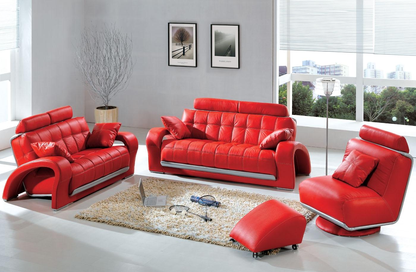 Elegant röd soffa med söt ottoman