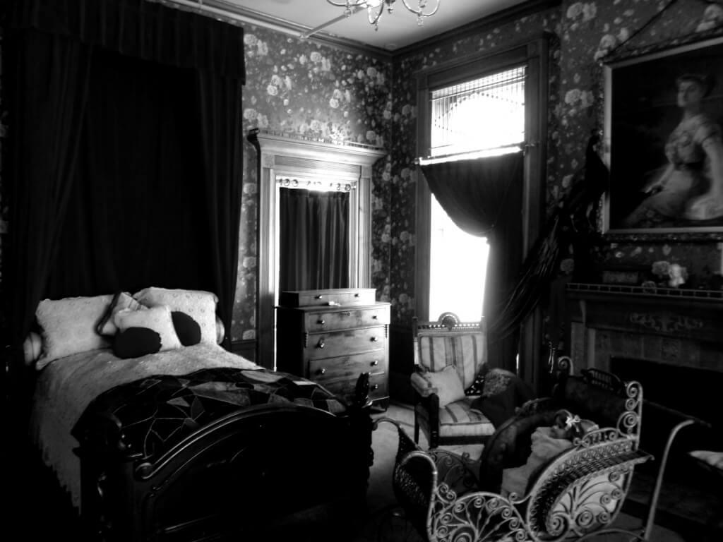 Imponerande gotiskt sovrum