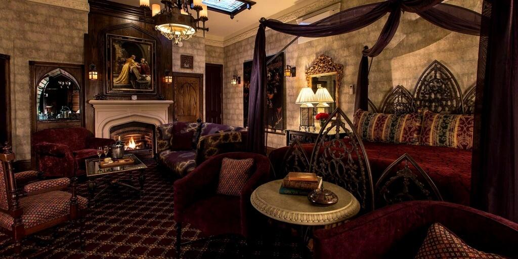Gotiskt sovrum i drottningstil