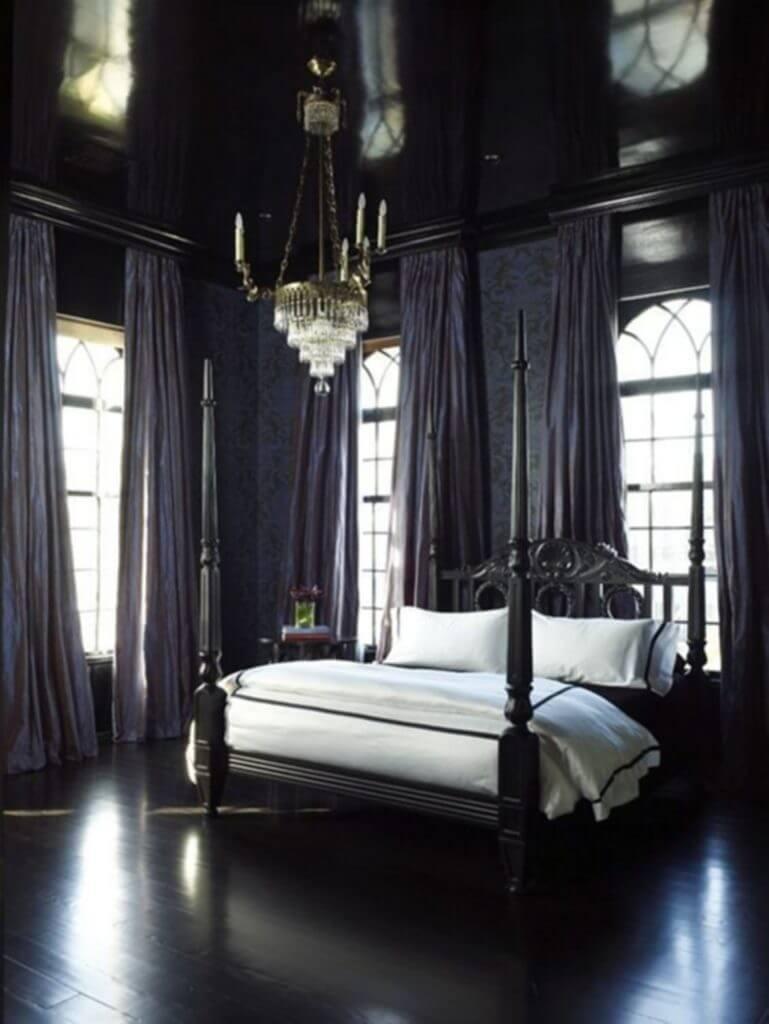 Minimalistiskt och klassiskt gotiskt sovrum