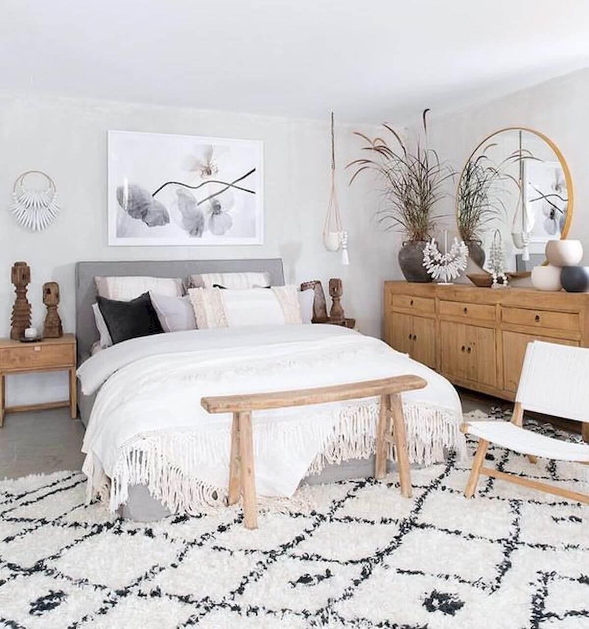 Konstnärligt vitt sovrum