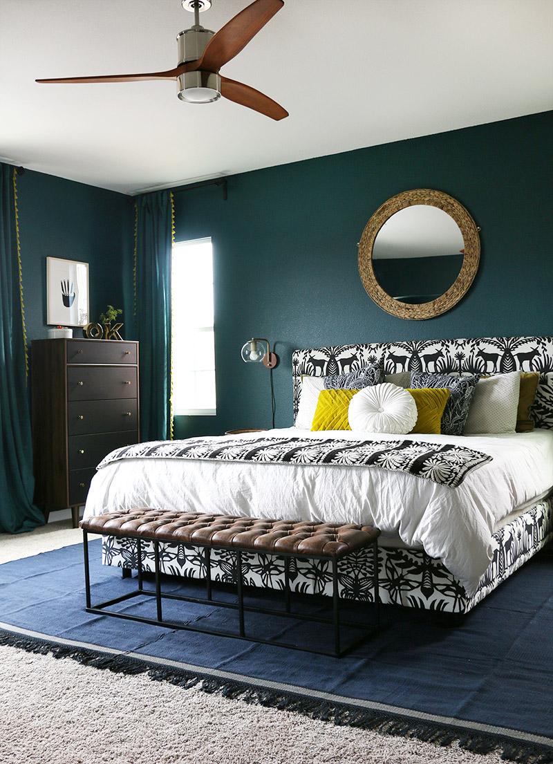 Elegant blågrönt sovrum