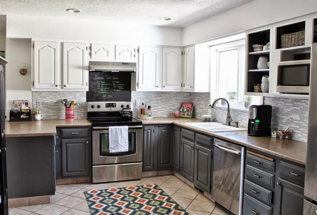 Modernt klassiskt tvåfärgat köksskåp