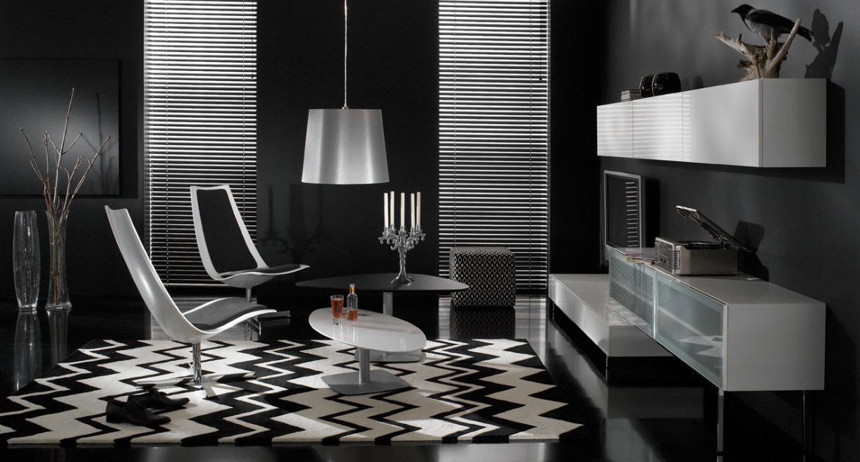 Svart vardagsrum med en innovativ accentstol