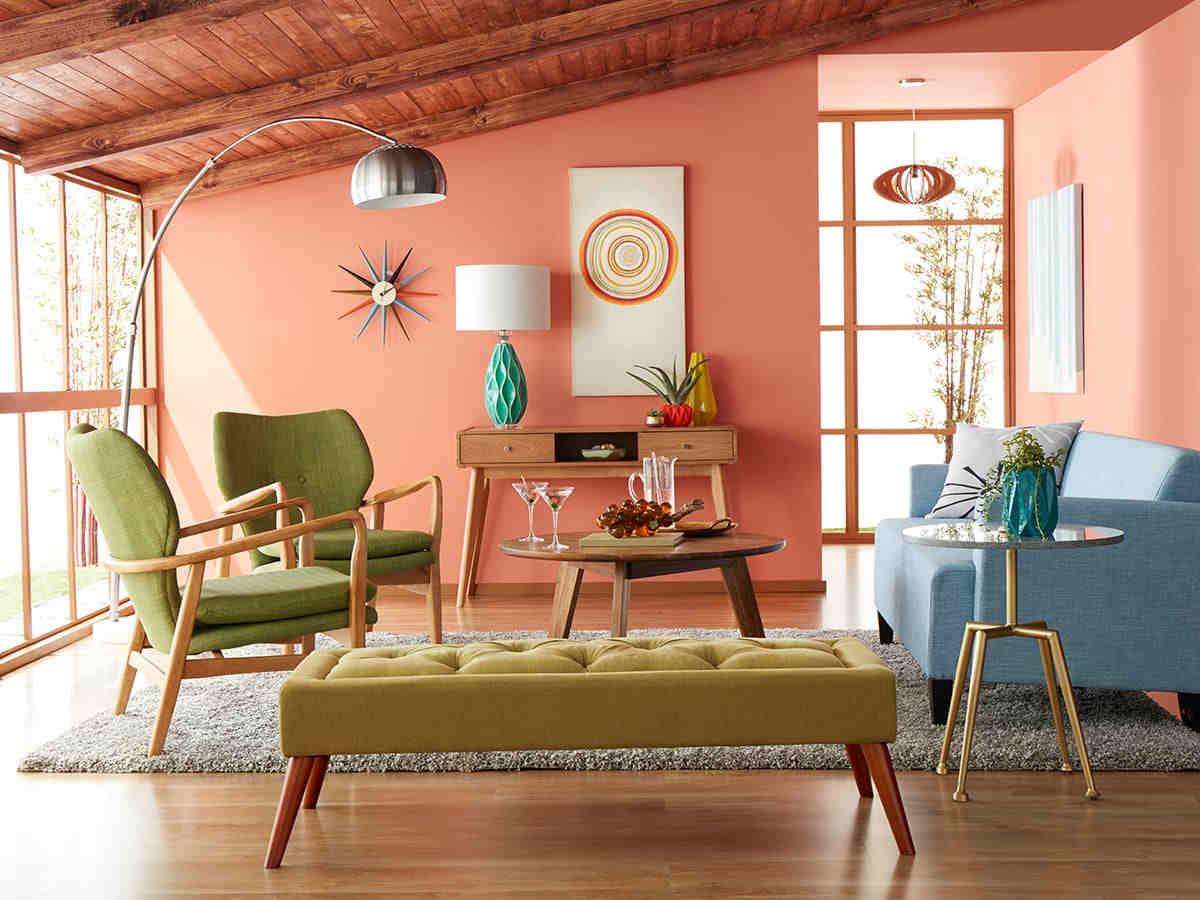Färgglatt vardagsrum med möbler från mitten av århundradet