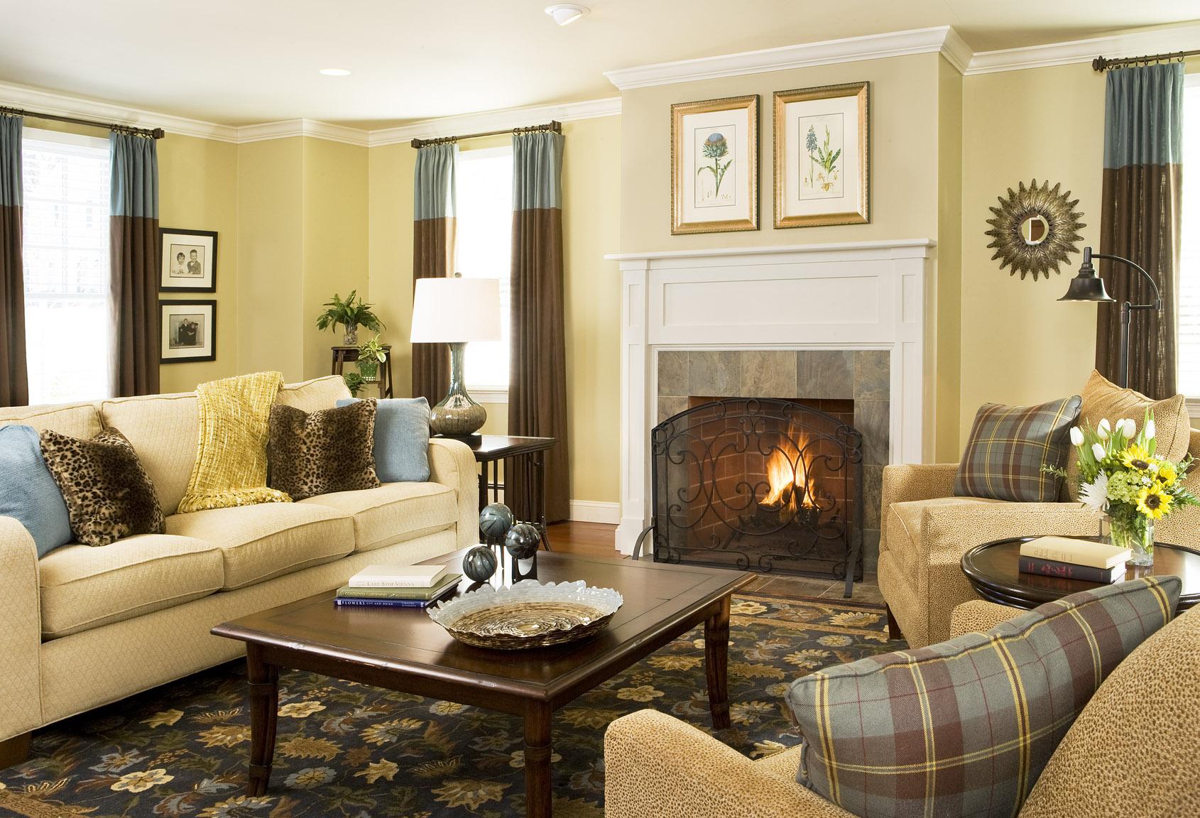Lugnt grått och gult vardagsrum