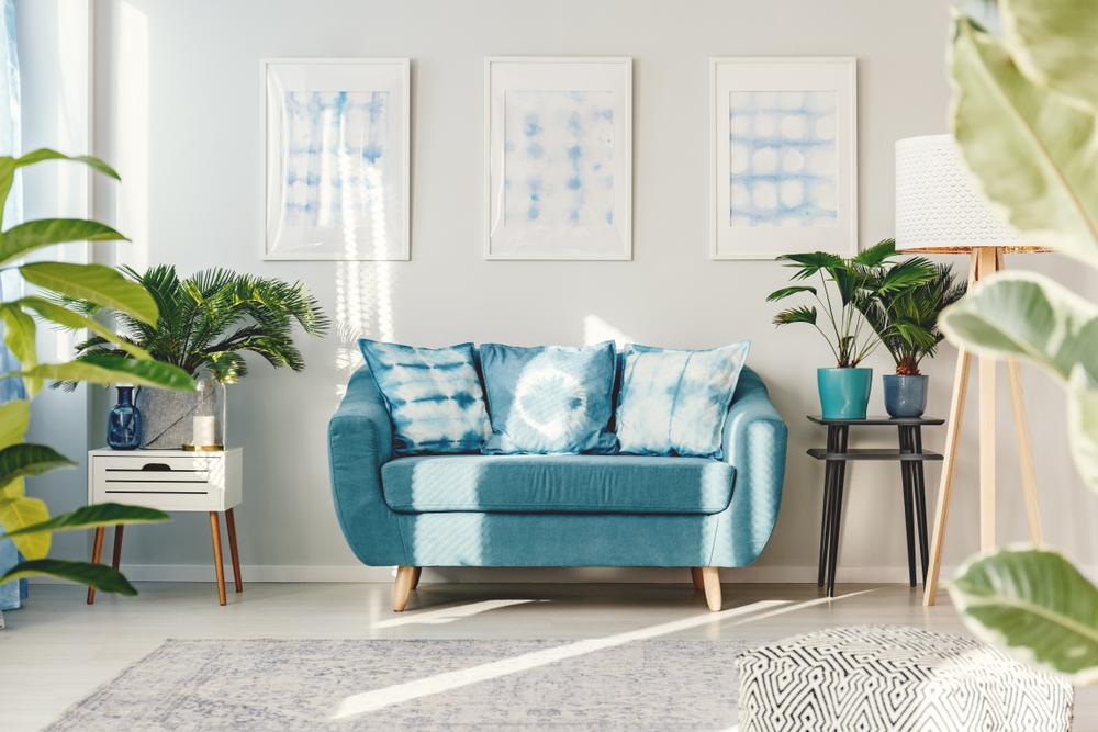 Mini trädgård-inspirerad blå vardagsrum