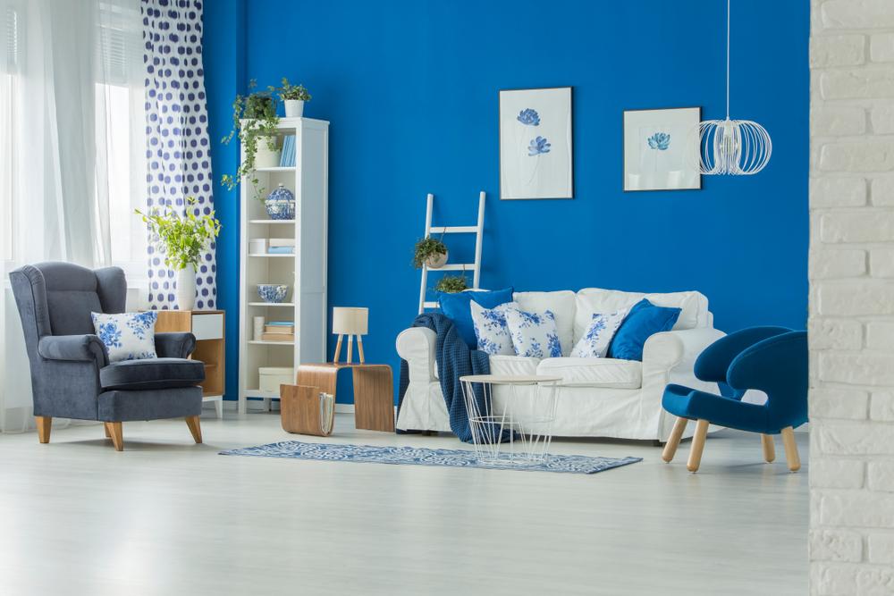 Naturligt färgat blått vardagsrum