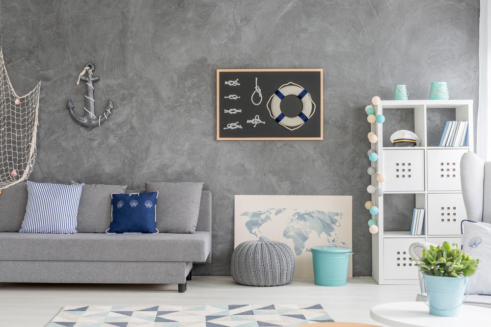 Nautiskt grått och blått vardagsrum