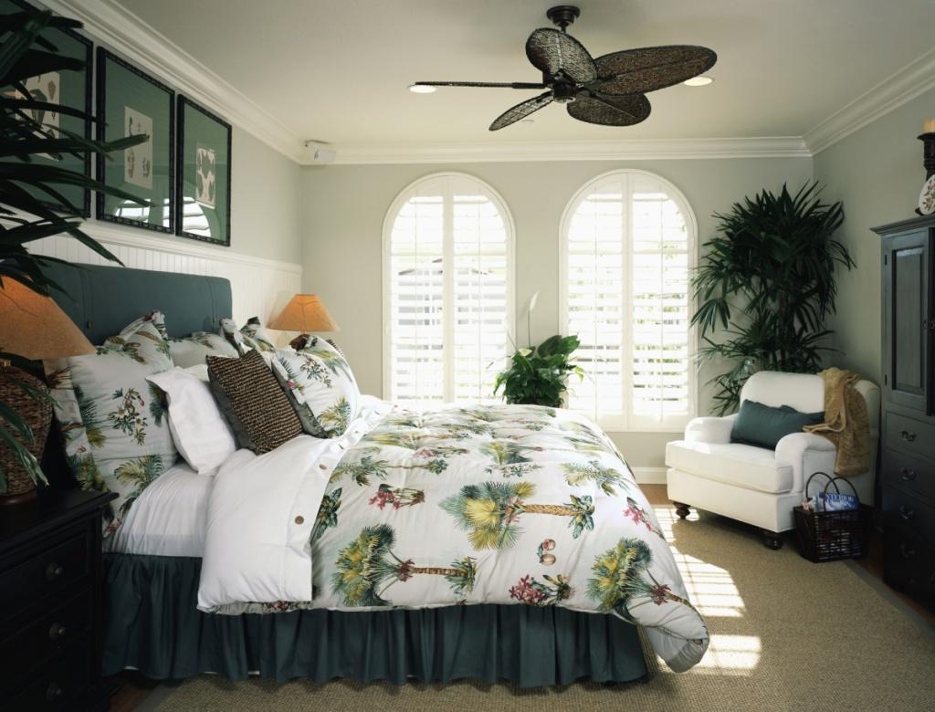 Bekvämt tropiskt sovrum