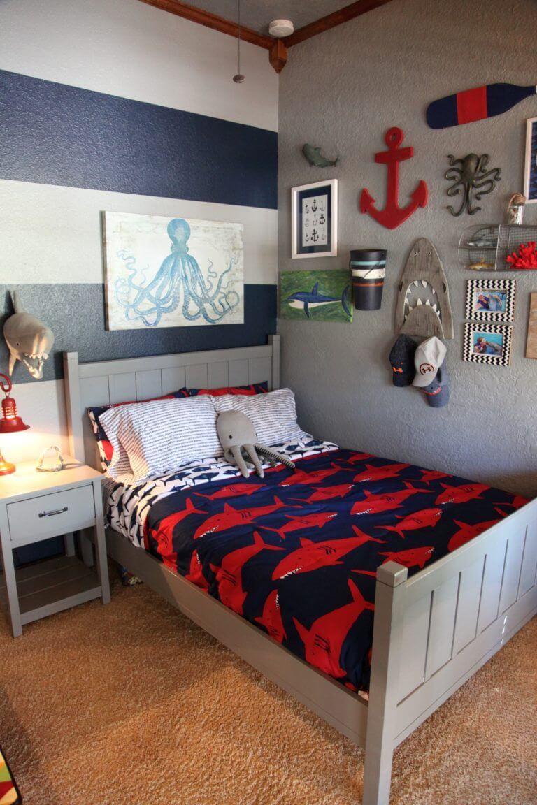 Nautiskt minimalistiskt sovrum