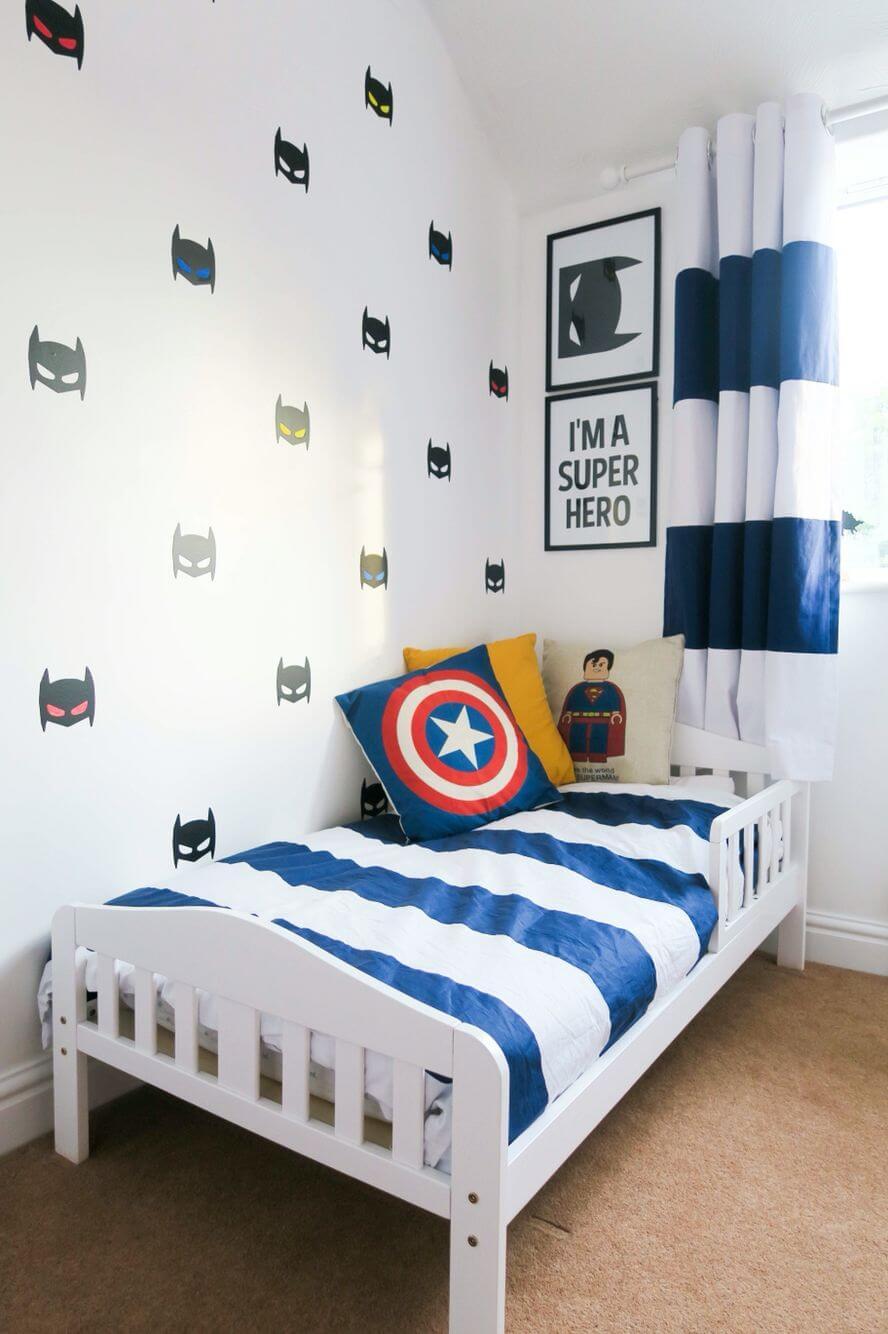 Lekfullt vitt sovrum