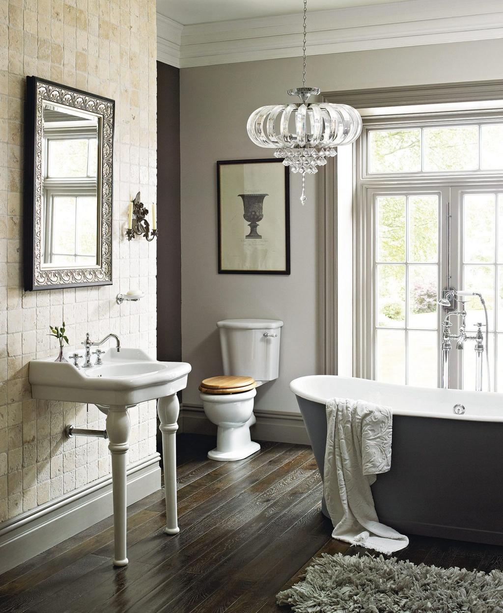 Graciösa franska lantliga badrum