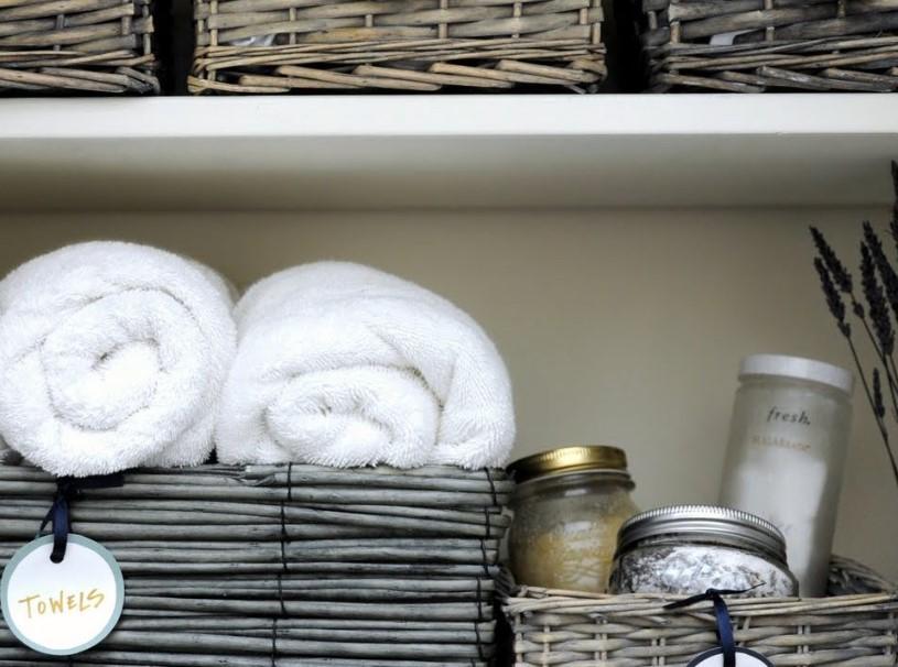 Bokstäver i badrumsskåpet