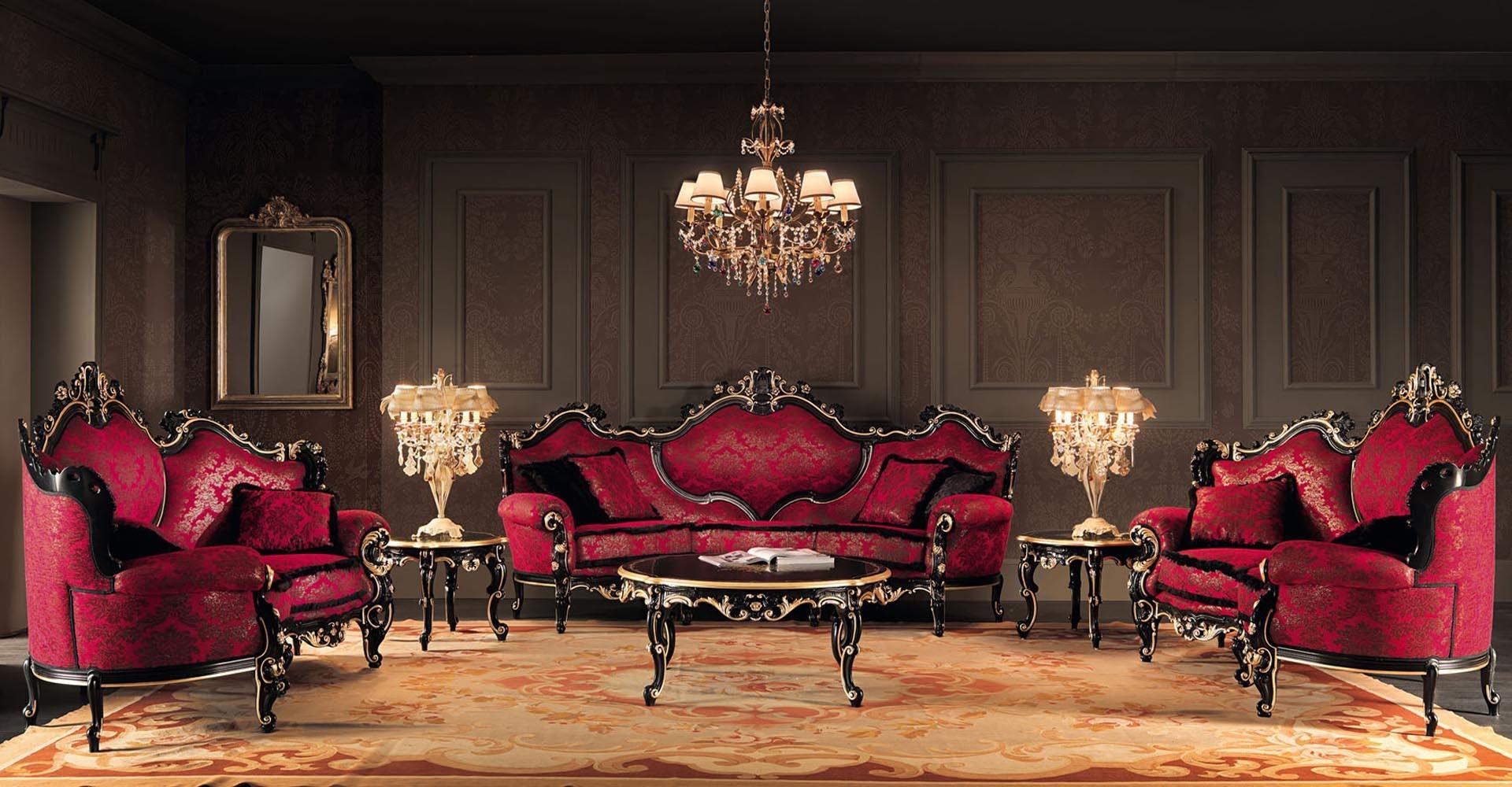 Klassisk röd soffa i det lyxiga vardagsrummet