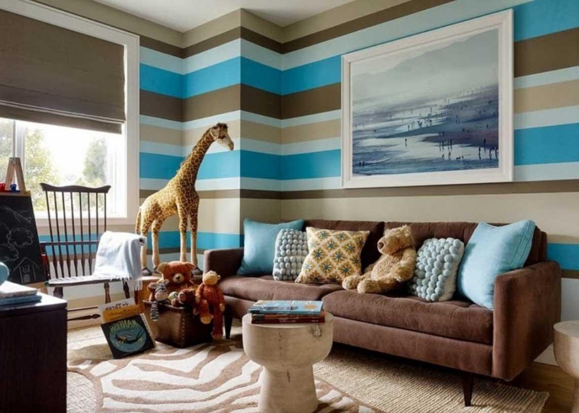 Fantasifullt blått och brunt vardagsrum