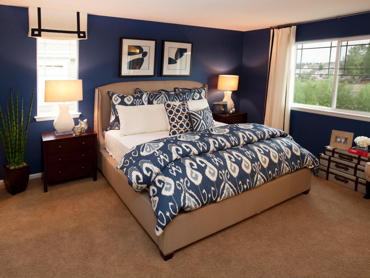 Avslappnat mörkblått sovrum