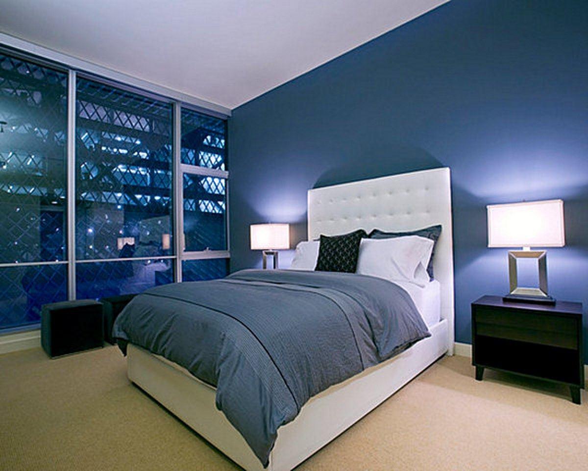 Enkelt mörkblått sovrum