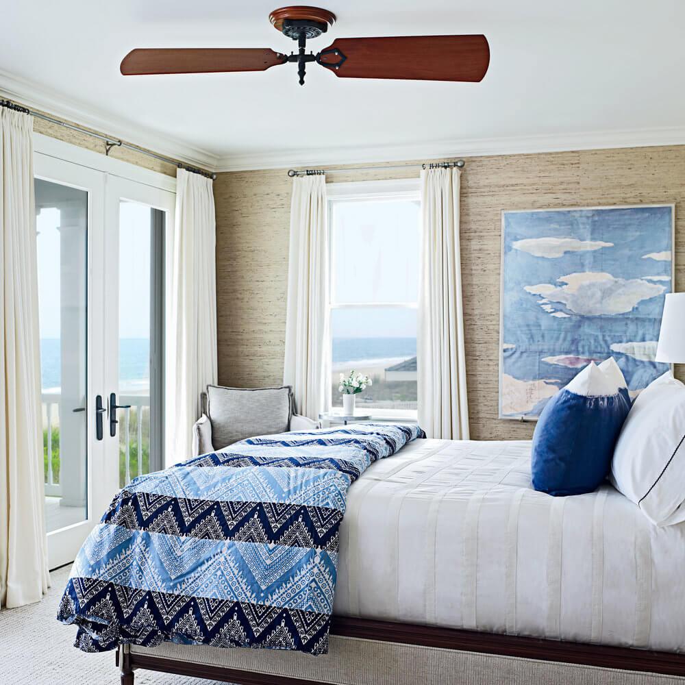 Underbart mörkblått sovrum