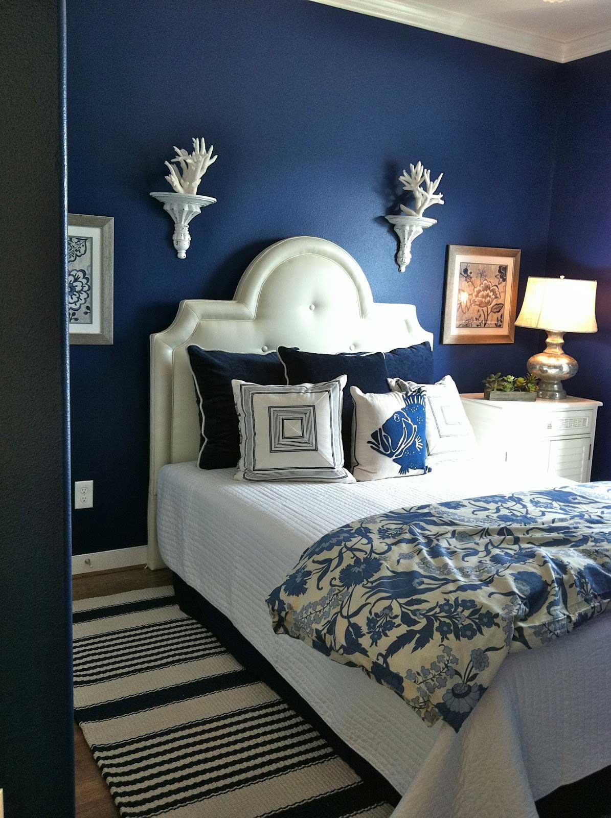 Trevligt mörkblått sovrum