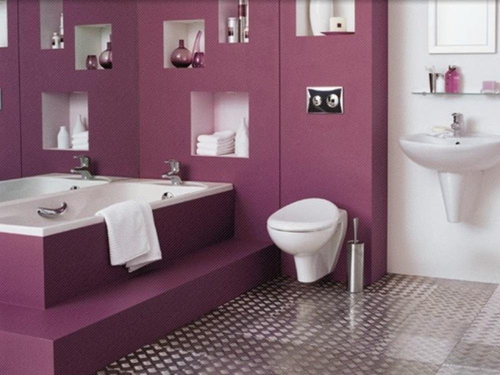 Attraktivt lila badrum