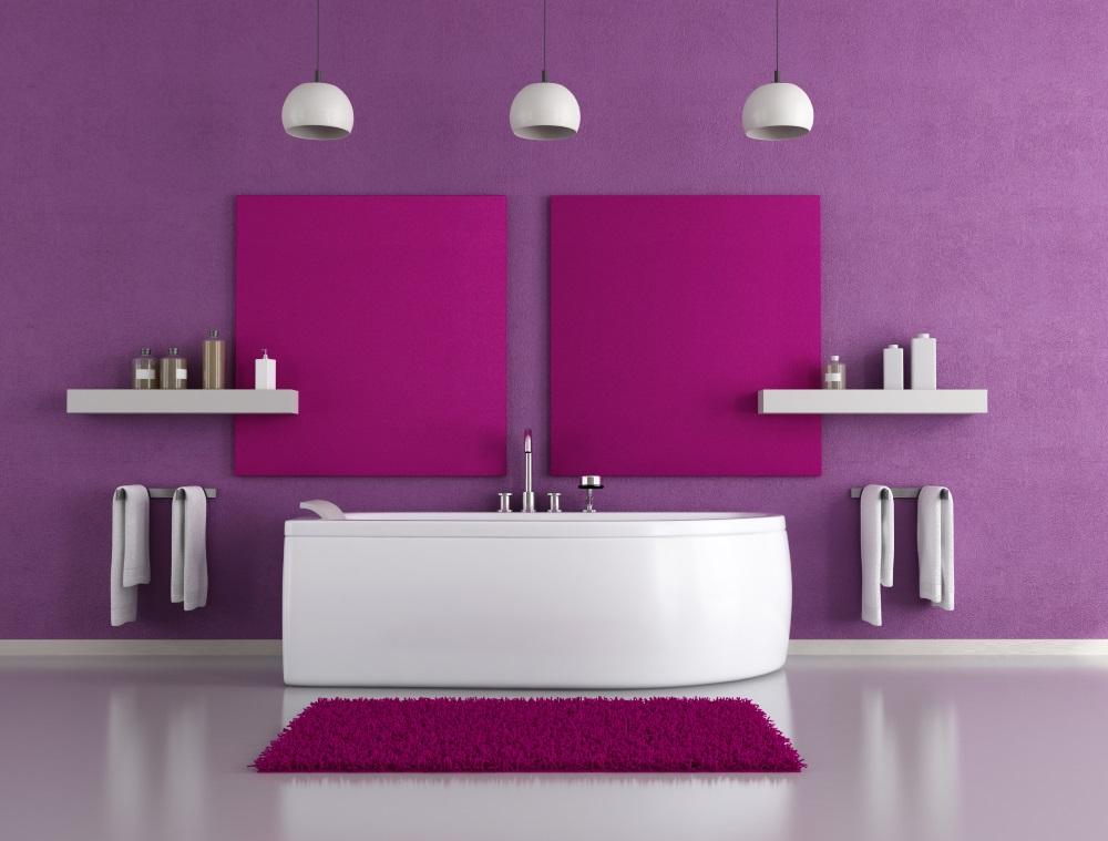 Minimalistiskt lila badrum