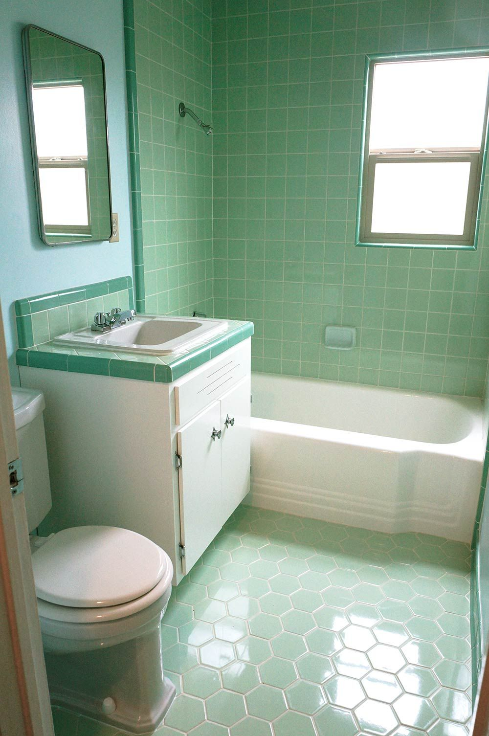 Färskt retro badrum